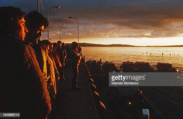CONTENT] Fishermen wait for their colleagues to return in Chiloe Chile 1988