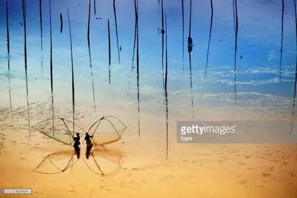 Fischer arbeitet an Schlamm Wohnung in Xiapu, Provinz Fujian, China.