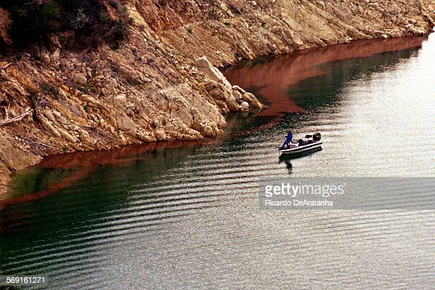 00–03–12 –– Fishing and other activities on nearby Lake Piru draw hundreds of thousands of visitors a year –– PHOTOGRAPHER RICARDO DeARATANHA / Los...