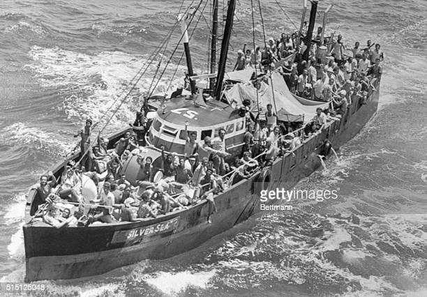 A fishing boat loaded with Cuban refugees heads towards Key West In 1980 over 125000 people left Mariel for Florida as a result of Cuba's loosened...
