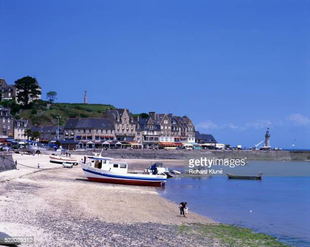 fishing boat on beach in france - cancale photos et images de collection