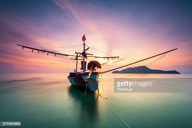 a fishing boat on samroiyod beach - prachuap khiri khan province stock pictures, royalty-free photos & images