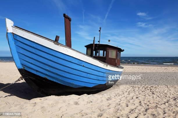 fishing boat on the beach - ウセドム ストックフォトと画像