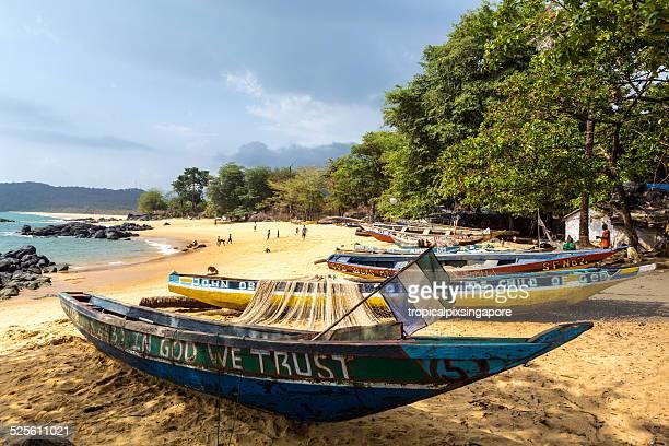 fischerboot - sierra leone stock-fotos und bilder