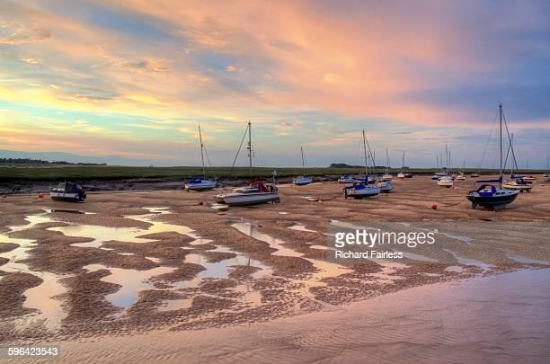 fishing boat sunset - norfolk east anglia foto e immagini stock