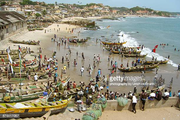 fishing boats in front of cape coast castle, ghana - ghana stock pictures, royalty-free photos & images