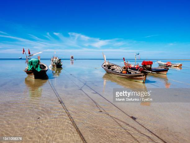 fishing boats in sirinat national park, on phuket - marek stefunko stock pictures, royalty-free photos & images