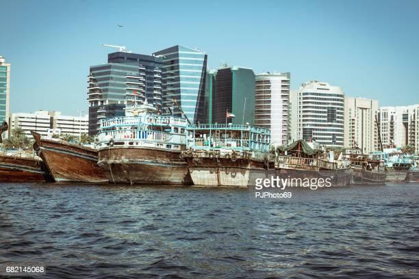 Angelboote/Fischerboote am Dubai Creek an deck