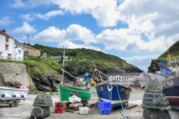fishing boats on the beach at portloe, traditional cornish village on the south cornwall coast - harbour stock pictures, royalty-free photos & images