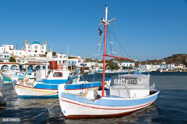fishing boats on the island of lipsi, greece - barco pesquero fotografías e imágenes de stock