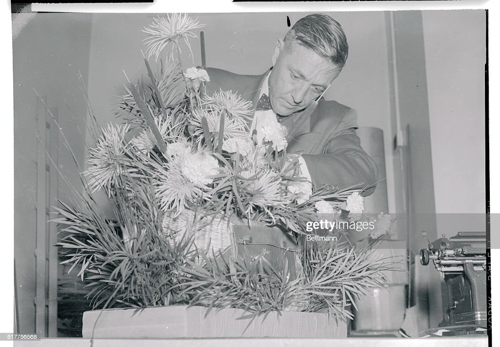 Secret Service Agent Checking A Plant Pictures Getty Images