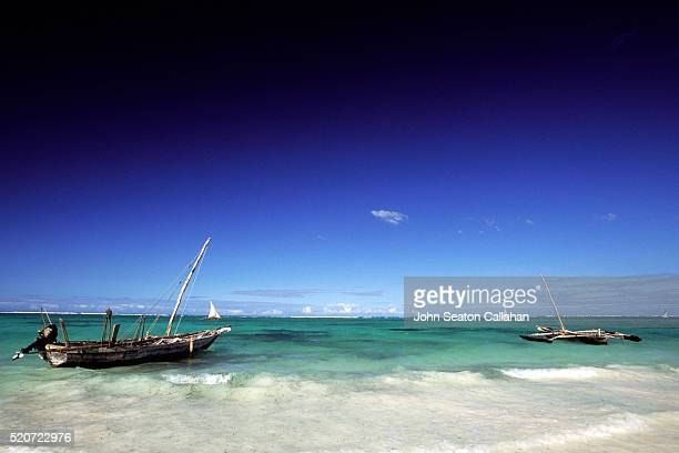fishing dhow - indian ocean stock pictures, royalty-free photos & images