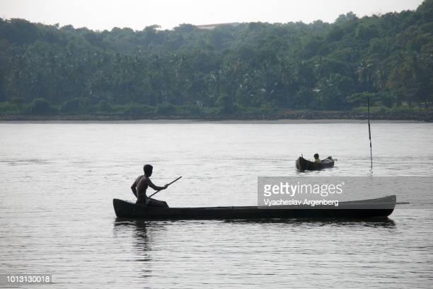 fishing in panjim bay, goa, india - argenberg stock-fotos und bilder