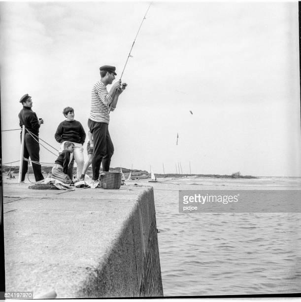 pêche à saint-tropez, france. 1963 - var photos et images de collection