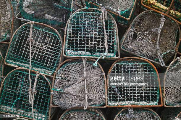 fishing net cases - llanes fotografías e imágenes de stock