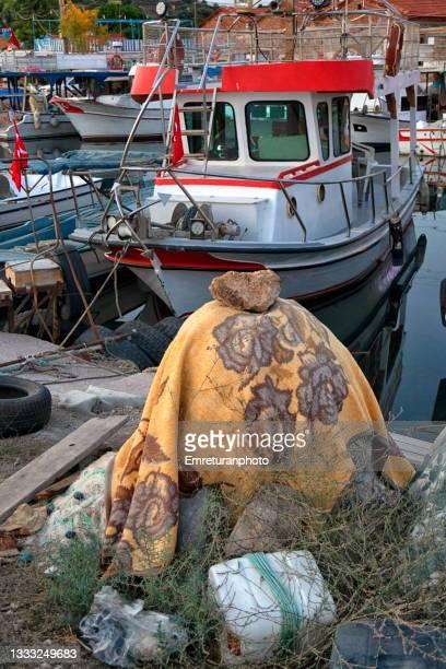 fishing nets wrapped in a blanket in the harbor at ildır. - emreturanphoto fotografías e imágenes de stock
