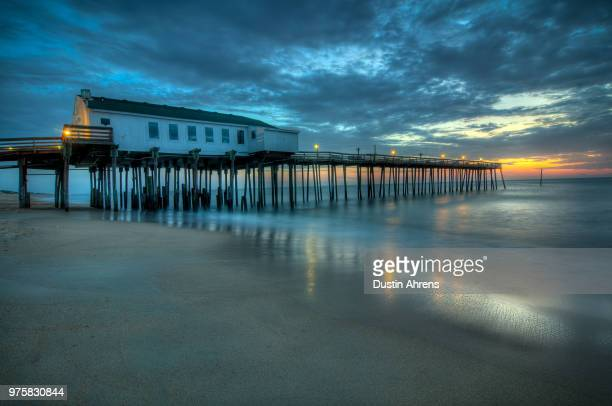 fishing pier in kitty hawk under sunset sky, kitty hawk, north carolina, usa - kitty hawk beach stock pictures, royalty-free photos & images