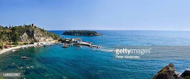 fishing village of kardamyli - messenia fotografías e imágenes de stock