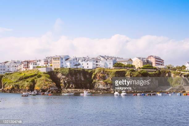 fishing village on a cliff seen from the sea - principado de asturias fotografías e imágenes de stock