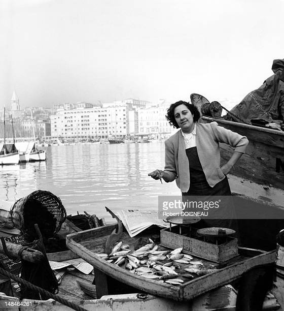 Fishmonger in front of the harbour 1951 in Marseille France