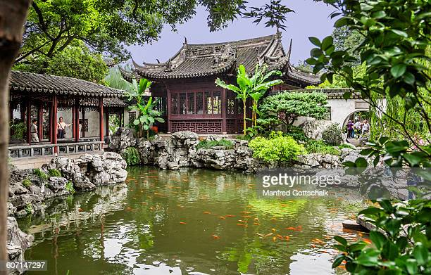 Fishponds and pavilions at Yuyuan Garden
