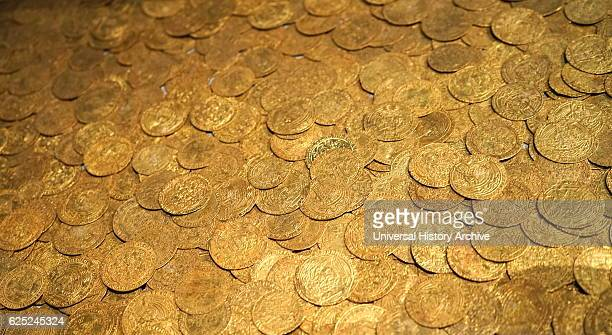 Fishpool treasure hoard of medieval gold coins Found in Fishpool Nottinghamshire England The hoard was buried around 1464 after the Rattle of Hexham...