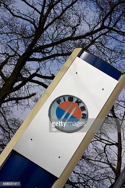 """fisker hybrid car manufacturer sign at a dealership - """"sjoerd van der wal"""" or """"sjo"""" stock pictures, royalty-free photos & images"""