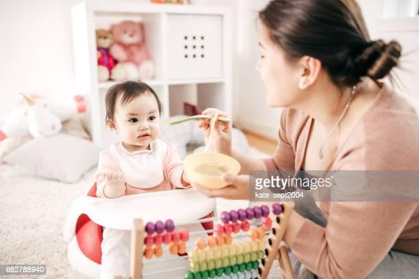 Vuist baby maaltijd