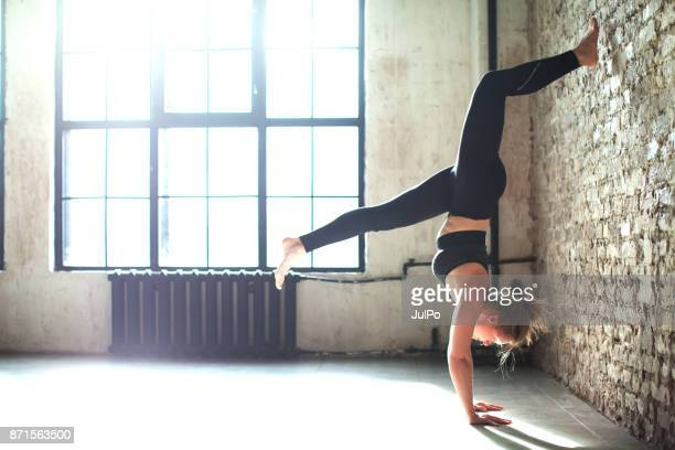 fitness classes - handstand stock pictures, royalty-free photos & images