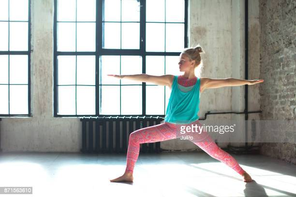 fitness classes - leggings stock pictures, royalty-free photos & images