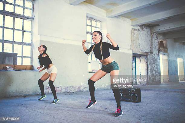 Fitness dancing girls