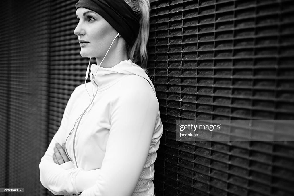 Fitness female taking a break for training session : Stock Photo