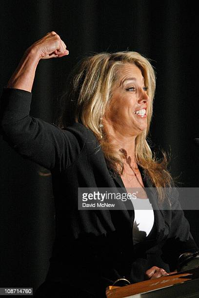 Fitness guru Denise Austin flexes her muscles as she pays tribute to the first television fitness guru Jack LaLanne during the funeral service for...