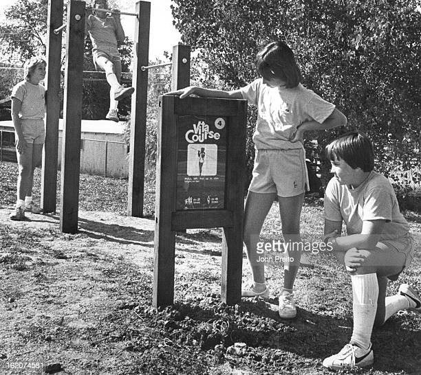 SEP 17 1983 OCT 19 1983 Fitness Trail Dedicated Some Manning Junior High School stu¡dents get ready to go through the stations of the fitness trail...