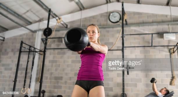 Fitnesstraining met Kettlebell In sportschool