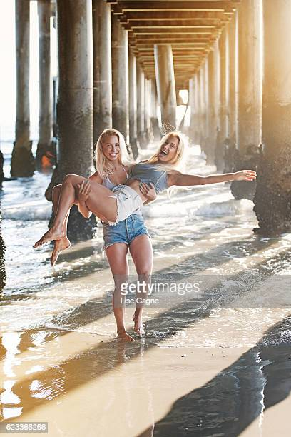 Fitness Twins under the pier