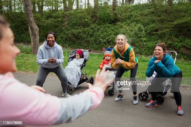 fitness with friends - daily sport girls stock pictures, royalty-free photos & images