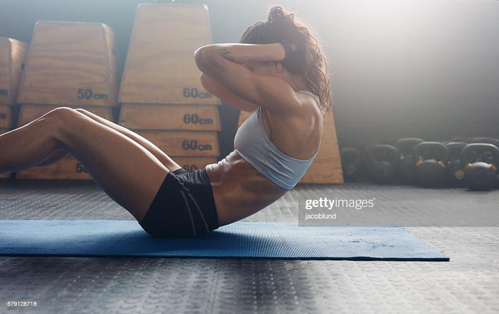 体幹を鍛えることで、飛距離アップを狙う