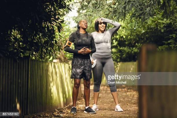 Fitness Frauen ausruhen nach Morgenlauf