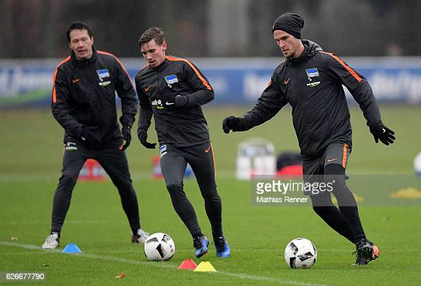 Fitnesstrainer Henrik Kuchno Florian Kohls and Sebastian Langkamp of Hertha BSC during the training on november 30 2016 in Berlin Germany