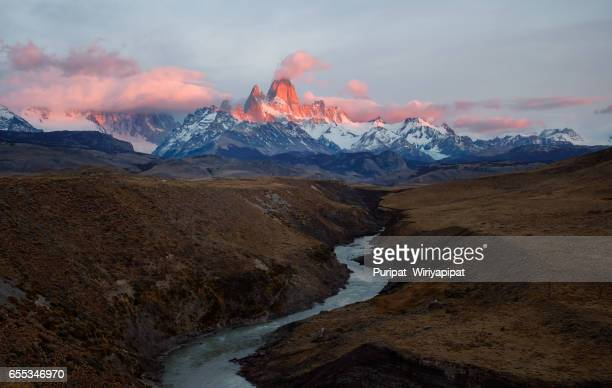 fitz roy, los glaciares national. - cerro torre photos et images de collection