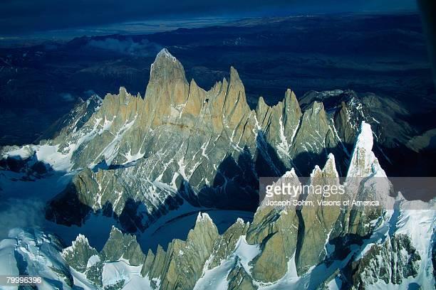 fitzroy and cerro torre mountains in patagonia - cerro torre stock-fotos und bilder