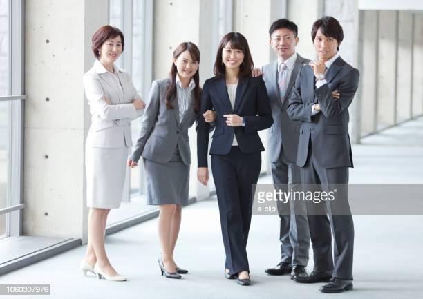 寄り添うビジネスグループ5人 - 人々の集まり ストックフォトと画像