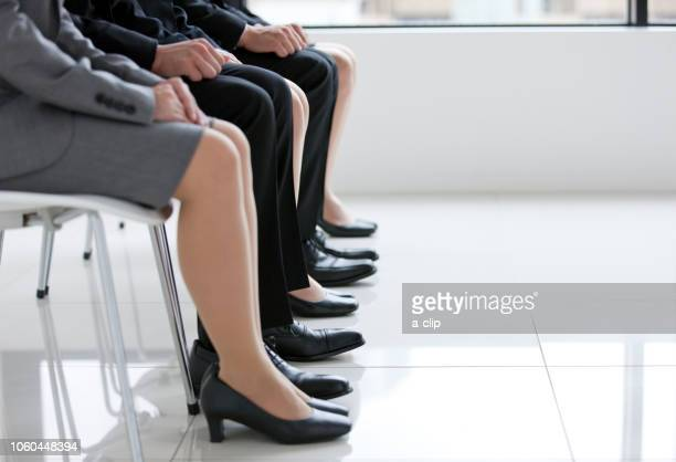 five businessmen sitting in a chair - abbigliamento da lavoro formale foto e immagini stock