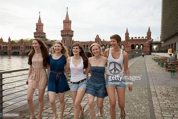 Schwanzrodeo mit flachbrüstigem Teengirl aus Deutschland