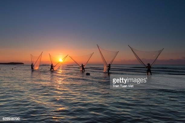 five fishermen on the beach, dawn, vietnam - ナムディン ストックフォトと画像