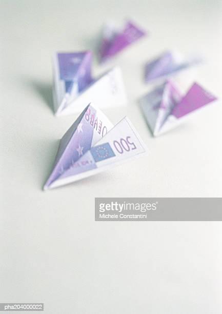 five, five hundred euro notes, folded into shape of airplanes. - billete de banco de quinientos euros fotografías e imágenes de stock
