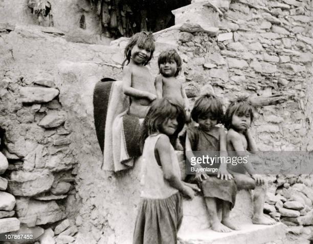 Five Hopi Indian children at steps of pueblo, Acoma, San Juan, New Mexico, 1900.