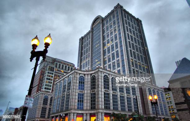 fünf hundert boylston gebäude in boston - copley square stock-fotos und bilder