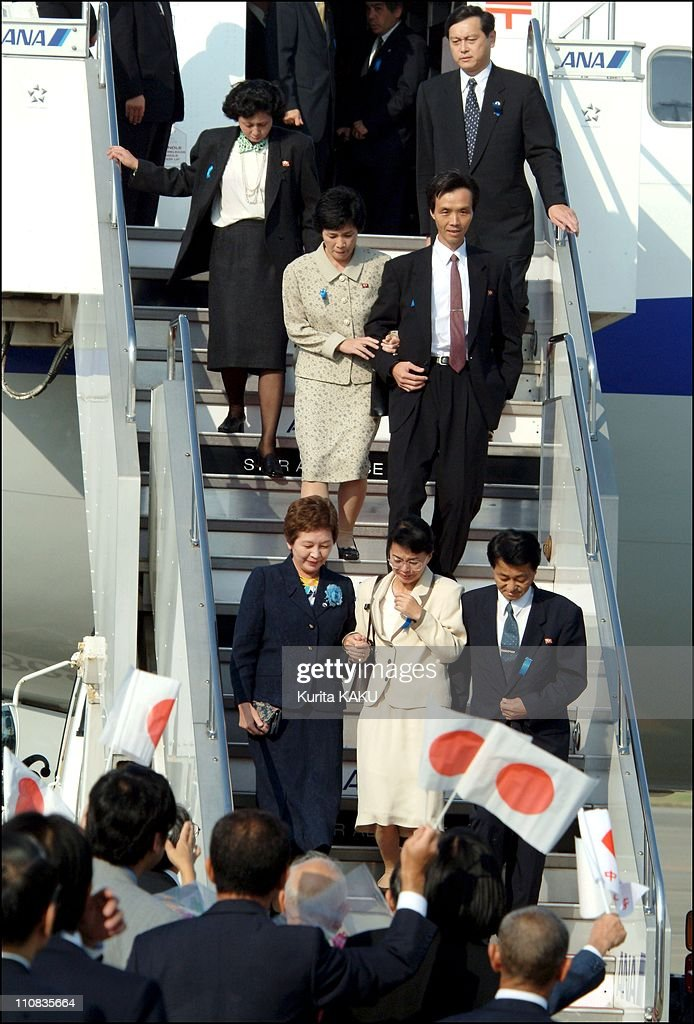 Five Japanese Citizens, Abducted Almost A Quarter Of A Century Ago Returned Home To Japan In Tokyo, Japan On October 15, 2002 Back in Japan from N.Korea Pyongyang after 24 years - Yasushi Chimura front row and his wife Fukie Hamamoto in a light colored suit, accompanied by Kyoko Nakayama, head of Japanese government office supporting abductees families, Kaoru Hasuike and his wife Yukiko Okuda - at Haneda International Airport.